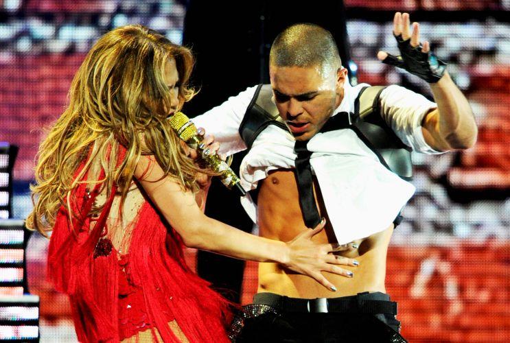 Jenniefer Lopez faz performance sensual em festival de música em Las Vegas (24/09/2011)