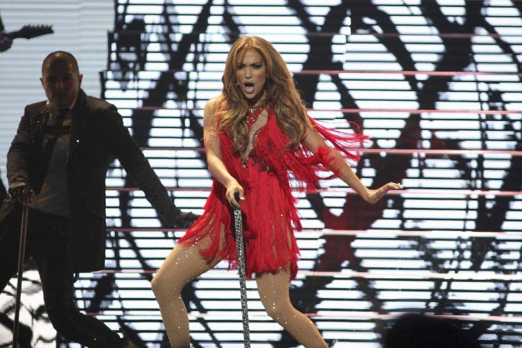 Jennifer Lopez dança em apresentação no iHeartradio, festival de música que marca o lançamento nos EUA de um aplicativo que combina estações de rádio analógicas e digitais (24/09/2011)
