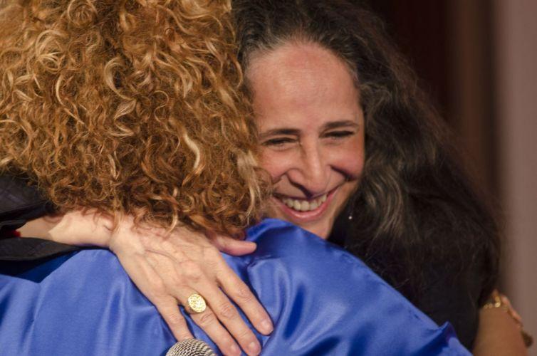 Alcione recebe em sua casa Maria Bethânia para um jam session que vai dar origem ao seu novo DVD em comemoração aos 40 anos de carreira