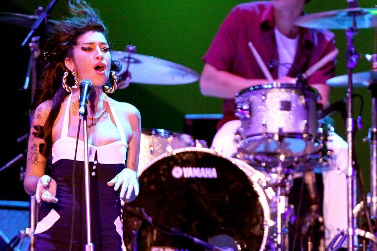 Em seu último show no Brasil, em São Paulo, Amy Winehouse fez uma versão para
