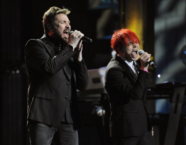Simon Le Bon e Gerard Way (My Chemical Romance) se apresentam durante show do grupo Duran Duran em Los Angeles, nos Estados Unidos; show marcou o lançamento do álbum