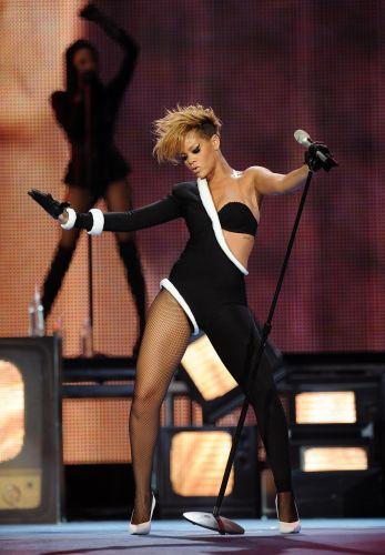 Rihanna apresenta músicas