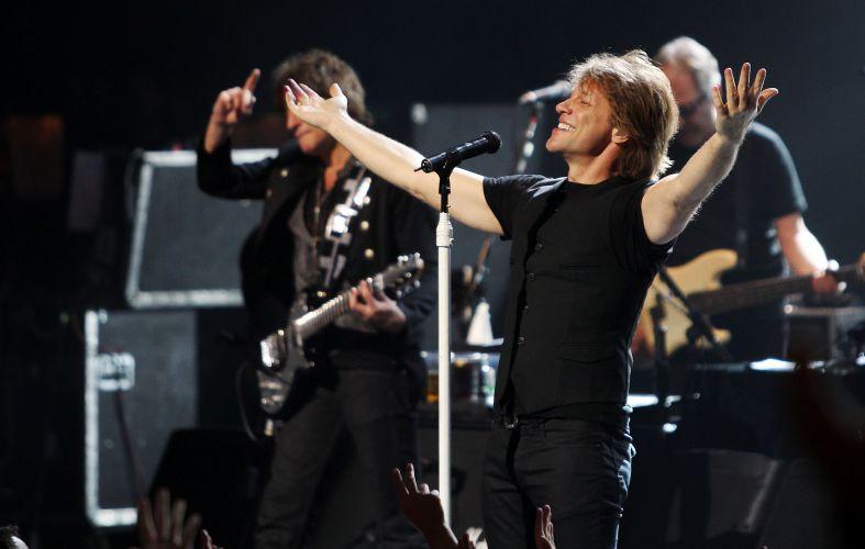 Jon Bon Jovi e a banda Bon Jovi se apresentam no Star City, em Sydney, Austrália (15/12/2010)