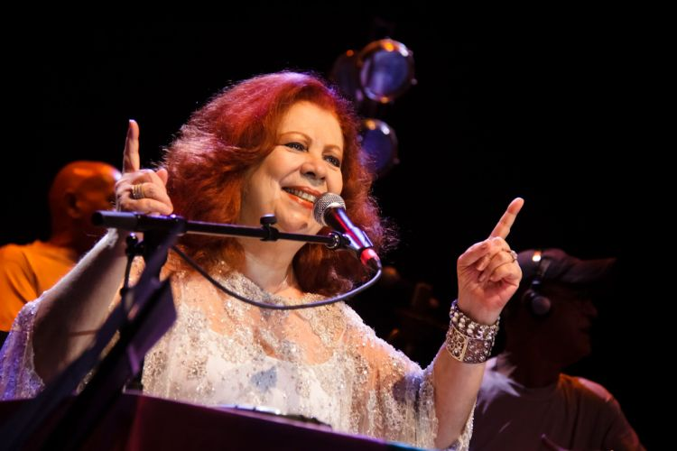 Afastada há um ano e meio dos palcos, Beth Carvalho se apresentou no HSBC Brasil nesta sexta-feira (15), em São Paulo (SP), em única apresentação (16/04/2011)