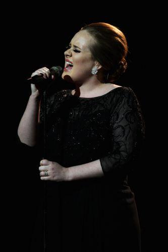 A inglesa Adele, que lançou um disco no ano passado, canta