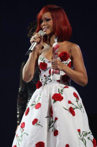 Rihanna agradece ao prêmio de melhor cantora internacional, dedicada a artistas não-britânicos. Ela concorria com Alicia Keys, Katy Perry, Kylie Minogue e Robyn (15/02/2011)