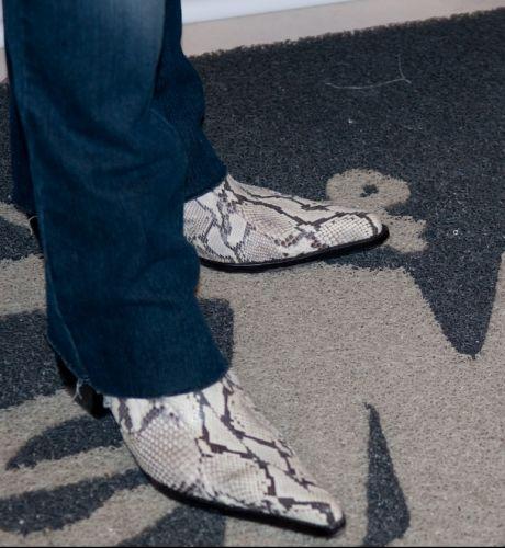 No camarim, antes do show, detalhe da bota usada por Bruno (28/01/2011)