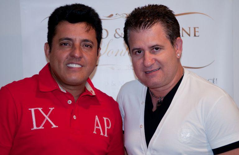 Bruno e Marrone posam no camarim, antes do show no Citibank Hall, no Rio de Janeiro (28/01/2011)