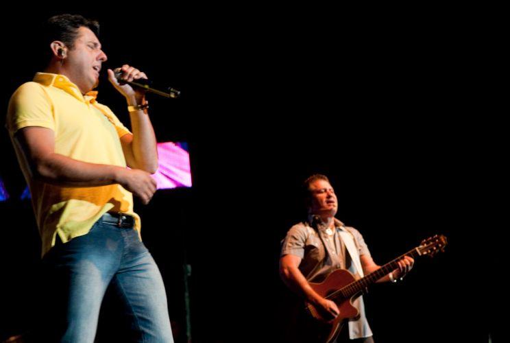 A dupla Bruno & Marrone se apresenta para cerca de 2 mil pessoas no primeiro show do ano, no Citibank Hall, Rio de Janeiro (28/01/2011)