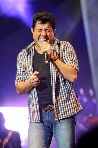 Bruno solta a voz durante show em São Paulo (21/6/11)