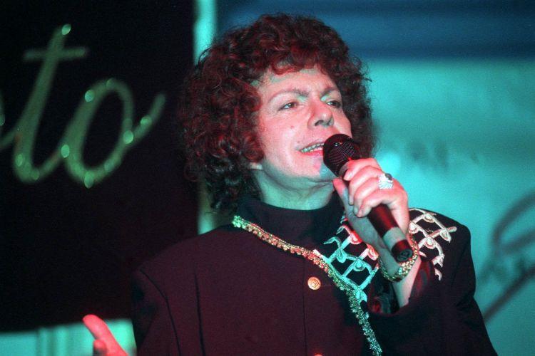 Cauby Peixoto durante apresentação em São Paulo (26/10/2000)