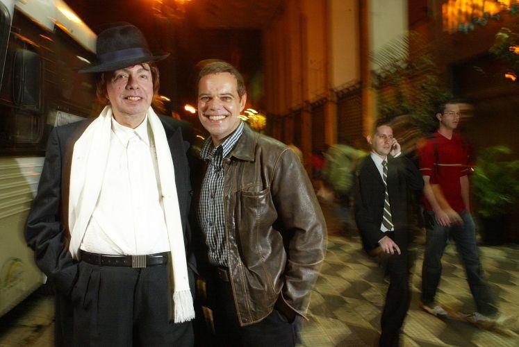 Cauby Peixoto e Diogo Vilela, que produziu um musical em homenagem ao cantor, no centro de São Paulo (14/06/2005)