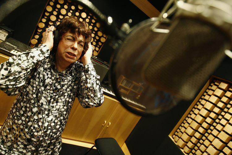 Cauby Peixoto em estúdio para gravar disco com interpretações para músicas de Roberto Carlos (22/09/2009)