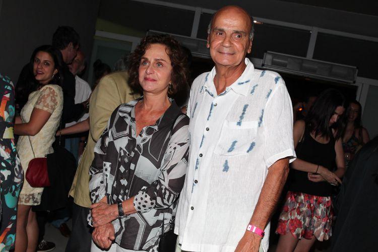 Dráuzio Varella e sua mulher Regina Braga se preparam para entrar no show da turnê