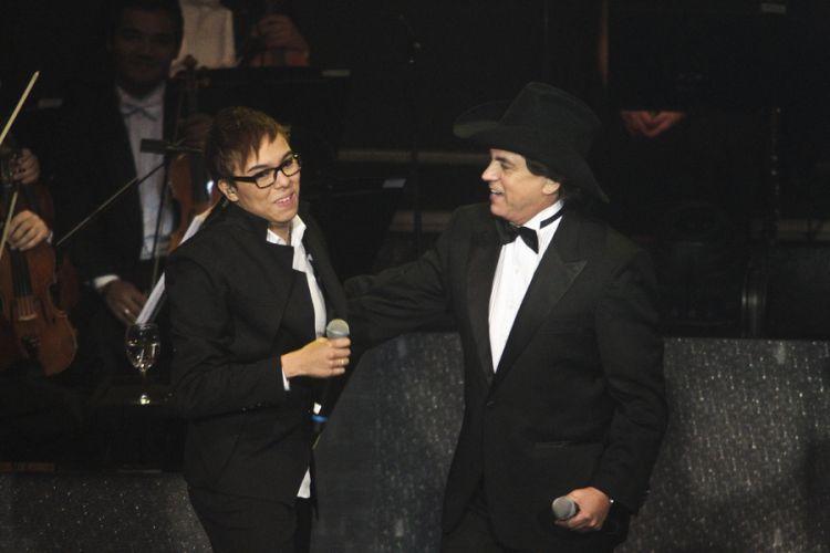 Maria Gadú participa da gravação do DVD da dupla Chitãozinho e Xororó em comemoração aos 40 anos de carreira, na Sala São Paulo, em São Paulo (1/8/11)