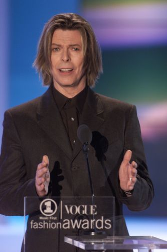 David Bowie no evento de moda VH1 Vogue Fashion Awards, nos EUA (21/10/2000)