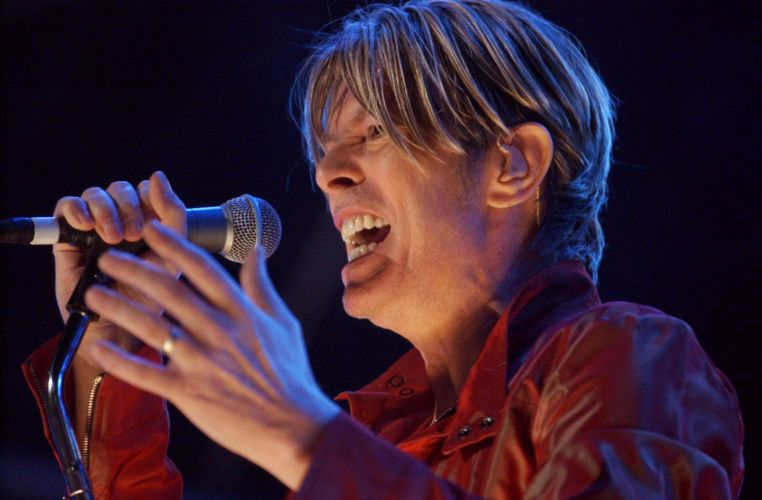 David Bowie se apresenta em Nova York (10/05/2002)