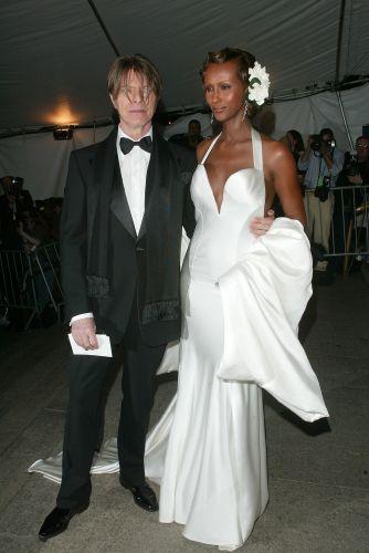 David Bowie e sua mulher, a modelo Iman, em evento de gala em Nova York (28/04/2003)