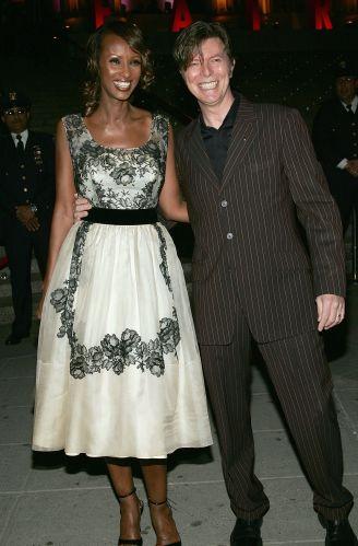 A modelo Iman e seu marido, o cantor David Bowie, em evento da revista