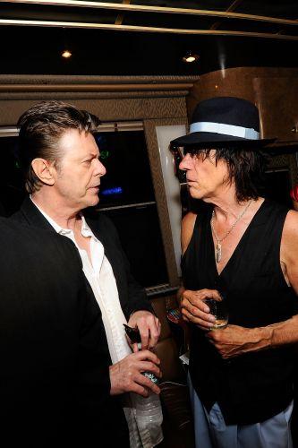 David Bowie e Jeff Beck em festa para celebrar os 95 anos do músico e inventor Les Paul, em Nova York (08/06/2010)