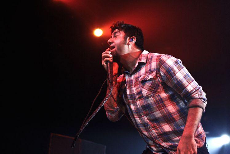 Chino Moreno canta durante apresentação da banda Deftones no Credicard Hall, em São Paulo (04/04/2011)