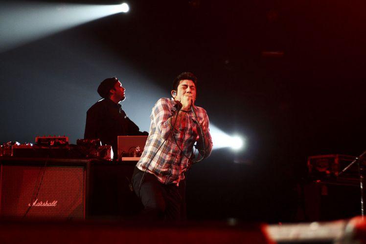 A banda norte-americana Deftones durante show da turnê do disco
