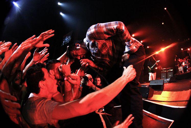 Banda norte-americana Deftones faz show da turnê do álbum