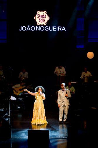 Marienne de Castro participa do show de Diogo Nogueira em homenagem ao pai João Nogueira. (4/5/2012)