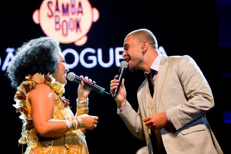Marienne de Castro e Diogo Nogueira cantam João Nogueira em show em São Paulo. (4/5/2012)