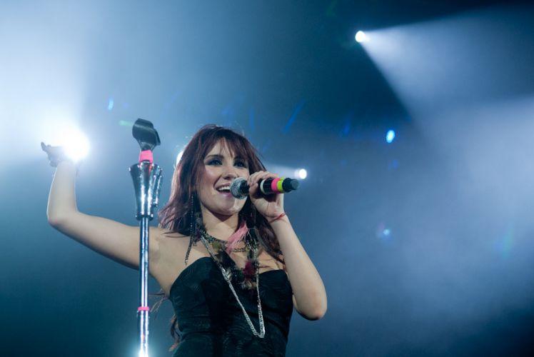 Dulce María durante show no Rio de Janeiro, para divulgação do disco solo