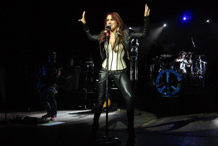 Dulce María durante show em São Paulo, com a turnê de divulgação do disco solo