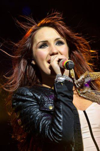 A ex-RBD Dulce María canta músicas da turnê do disco solo