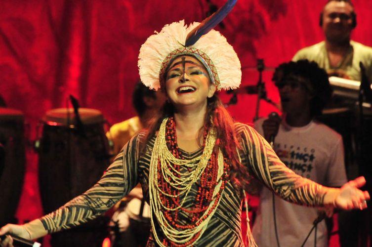 Fafá de Belém, comemorando 35 anos de carreira, canta no Auditório Ibirapuera, em São Paulo (14/01/2011)