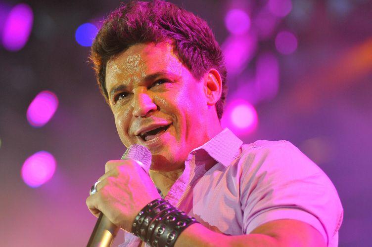 O cantor Eduardo Costa se apresenta na 56°