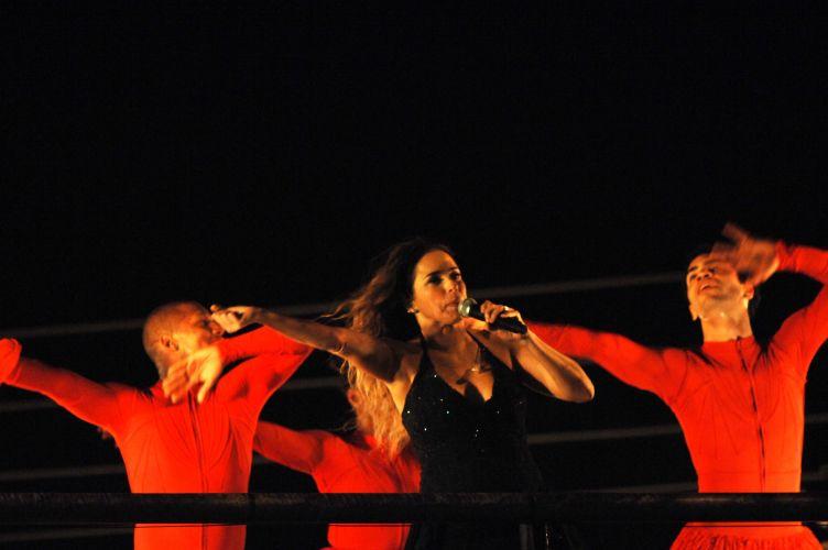 Cantora Daniela Mercury se apresenta em seu trio elétrico, na Festa do Peão de Barretos (20/8/11)