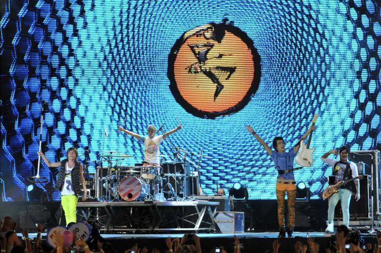 A banda Restart fez homenagem à música baiana (05/02/2011)