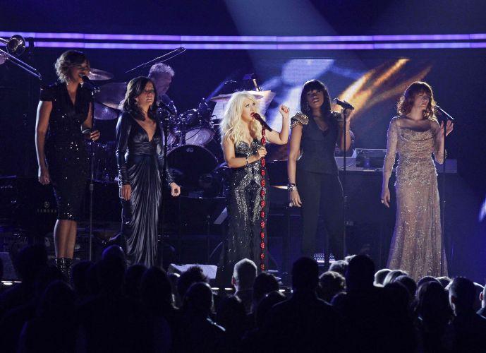 Yolanda Adams, Martina McBride, Christina Aguilera, Jennifer Hudson e Florence Welch cantam em homenagem a Aretha Franklin no 53ª edição do Grammy, em Los Angeles, EUA (13/02/2011)