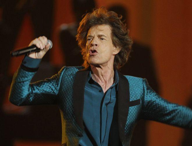 Mick Jagger canta a música