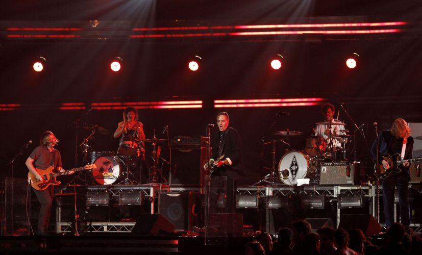 A banda canadense Arcade Fire se apresenta no palco da 53ª edição do Grammy, em Los Angeles (13/02/2011)