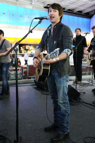 Britnico James Blunt em show realizado no terminal 5 do aeroporto JFK em Nova York, nos Estados Unidos