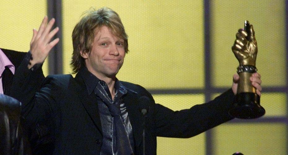 Jon Bon Jovi recebe prêmio vídeo do ano, no My VH1 Music Awards, em Los Angeles, pelo clipe de