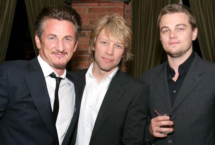 Sean Penn, Jon Bon Jovi e Leonardo DiCaprio prestigiam evento em homenagem a Nelson Mandela, no restaurante Tribeca, em Nova York (12/5/05)