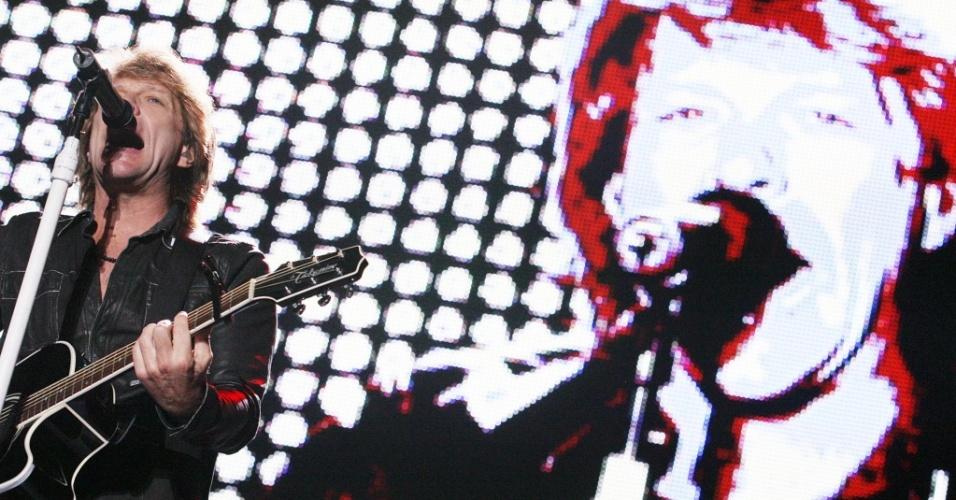 Jon Bon Jovi durante show do Bon Jovi no estádio Morumbi, em São Paulo (06/10/10)