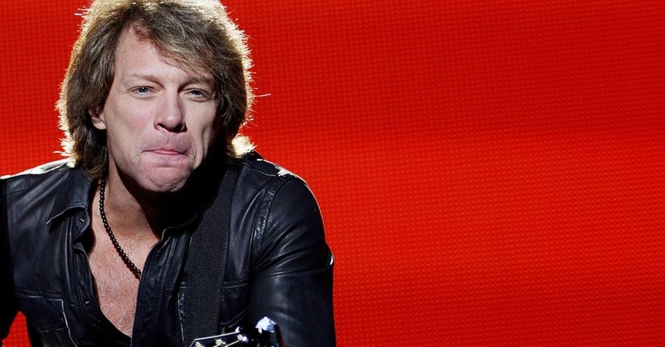 Jon Bon Jovi faz careta durante show do Bon Jovi no estádio Morumbi, em São Paulo (06/10/10)