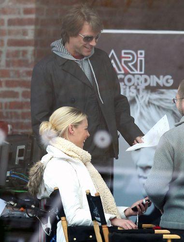 Jon Bon Jovi é flagrado nos bastidores de filmagem