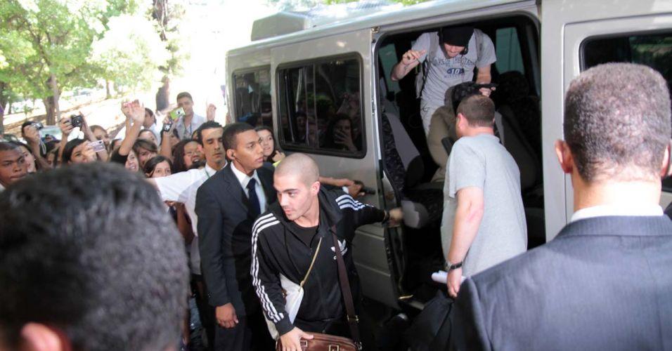 Integrantes da banda The Wanted, que abre o show do cantor em São Paulo, chegam ao mesmo hotel que Bieber e Selena estão hospedados (7/10/2011)