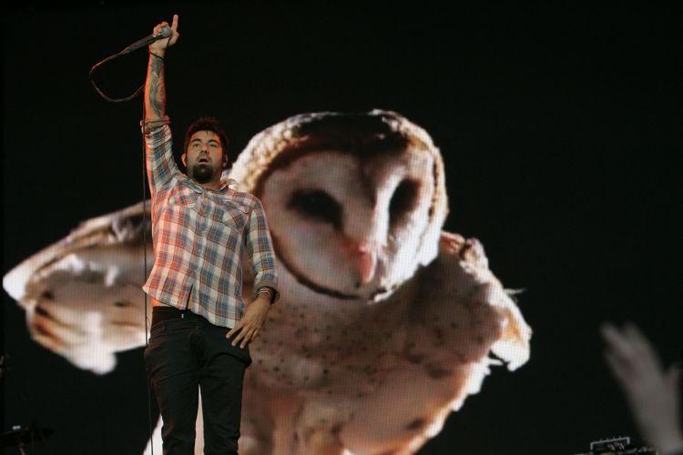 O cantor Chino Moreno, se apresenta com o Deftones na primeira edição latina do Festival Lollapalooza, em Santiago, no Chile (02/04/2011)