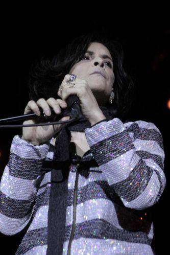 Pela primeira vez, Marina Lima subiu ao palco e cantou ao lado da banda Skank durante show em São Paulo (8/9/11)
