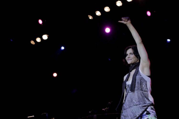 Pela primeira vez, Marina Lima subiu ao palco, cantou e dançou ao lado da banda Skank durante show em São Paulo (8/9/11)