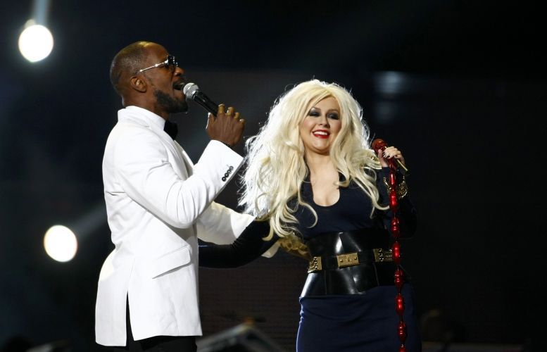 Jamie Foxx e Christina Aguilera se apresentam em show a tributo a Michael Jackson, em Cardiff, no Reino Unido (8/10/11)